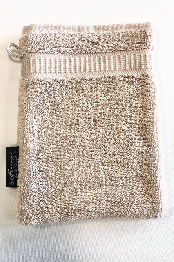 Soft Cotton Umývací froté žinka SOFT 16x22 cm. Umývacia žinka zo 100% česanej egejskej bavlny Vám spríjemní Vašu bublinkovú kúpeľ svojim hebkým zamatovým vzhľadom. Svetlo béžová