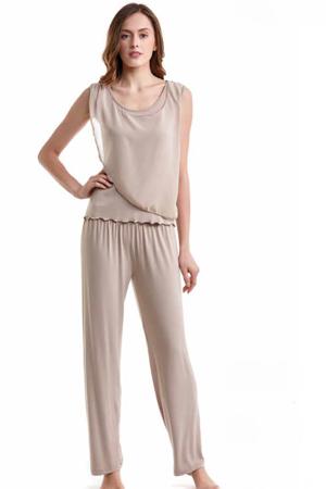 Luisa Moretti Dámske pyžamo bambusové STEPHANIA. Dvojdielne bambusové pyžamo STEPHANIA v béžovej farbe Vás zaujme svojou jemnosťou a ľahkosťou. S Béžová
