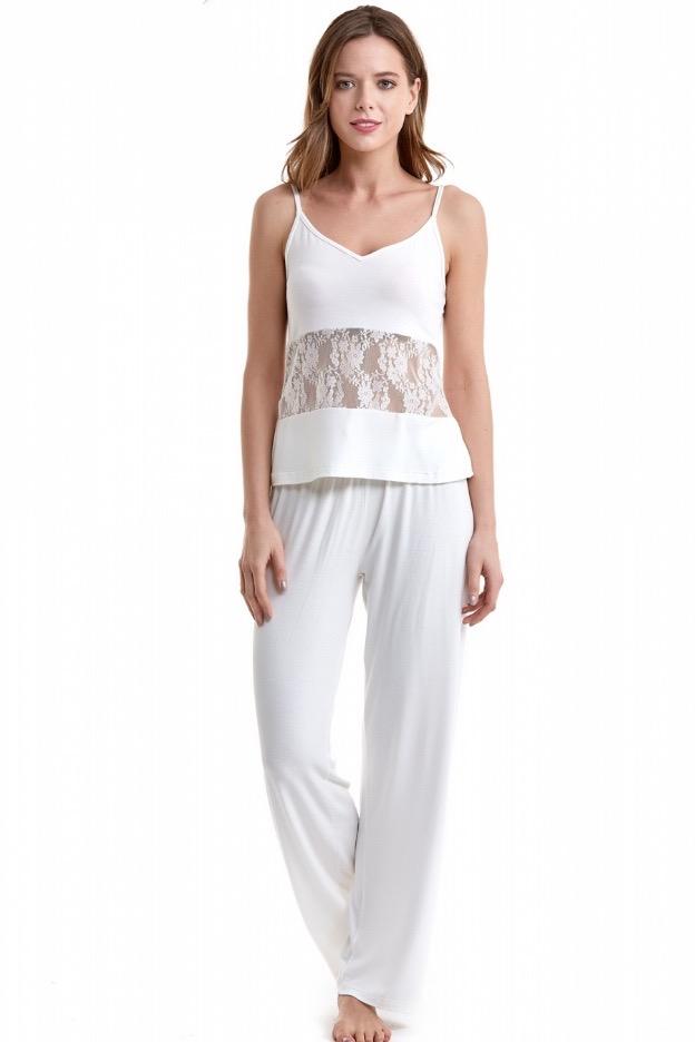 Luisa Moretti Dámske pyžamo bambusové PATRICIA. Dámske pyžamo PATRICIA šité z príjemného bambusového vlákna poskytuje neodolateľný pôžitok zmyslov. Vďaka antibakteriálnym vlastnostiam sú výrobky z tohto vlákna vhodné tiež pre alergikov. M Krémová