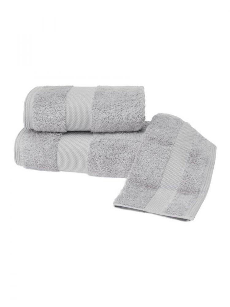 Soft Cotton Luxusné osušky DELUXE 75x150cm. Osuška s vysokou gramážou, pri ktorých platí pravidlo, že pojme 5x toľko vody, ako sama váži v suchom stave! Svetlo šedá