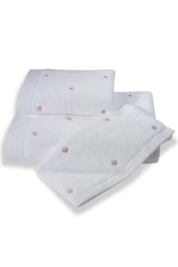 Soft Cotton Dárkové balení ručníků a osušek MICRO LOVE. Dárkové balení luxusních froté ručníků a osušek MICRO LOVE z Micro bavlny. Vlákna mají vyšší absorpci a udržují barevnou stálost. Bílá / lila srdíčka