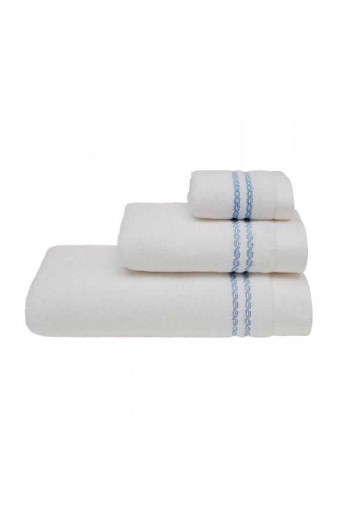 Soft Cotton Ručník CHAINE 50x100 cm. Froté ručníky MICRO COTTON 50x100 cm z mikrovlákna jsou velice jemné, savé a rychleschnoucí, vyrobené ze 100% česané bavlny. Bílá / modrá výšivka