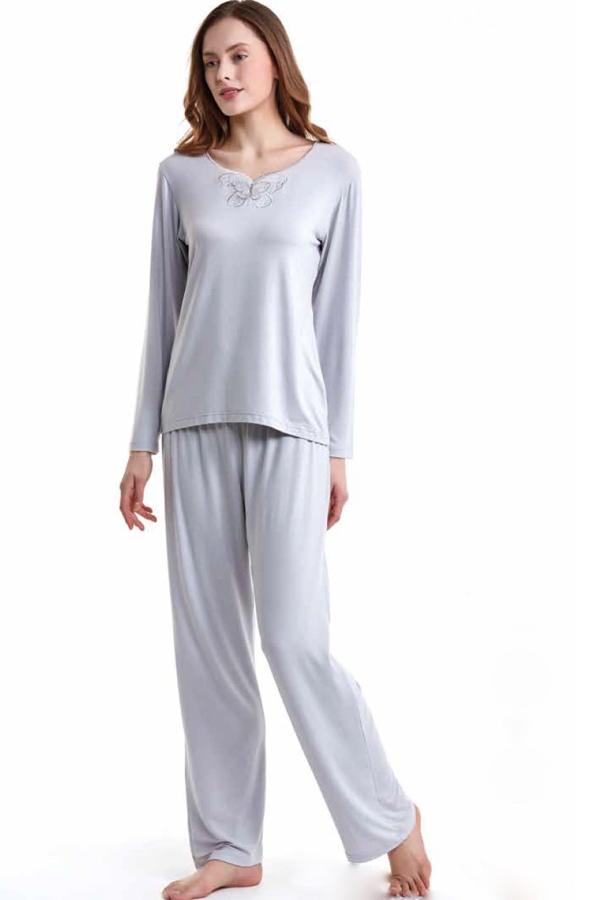 Luisa Moretti Dámske pyžamo bambusové SAHRA. Dámske bambusové pyžamo SAHRA s dlhým rukávom. Decentný, pohodlné, hrejivé. Všetko čo potrebujete k pokojnému spánku. L Strieborná